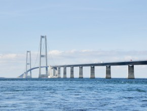 Building Bridges to Communicate and Execute Strategy